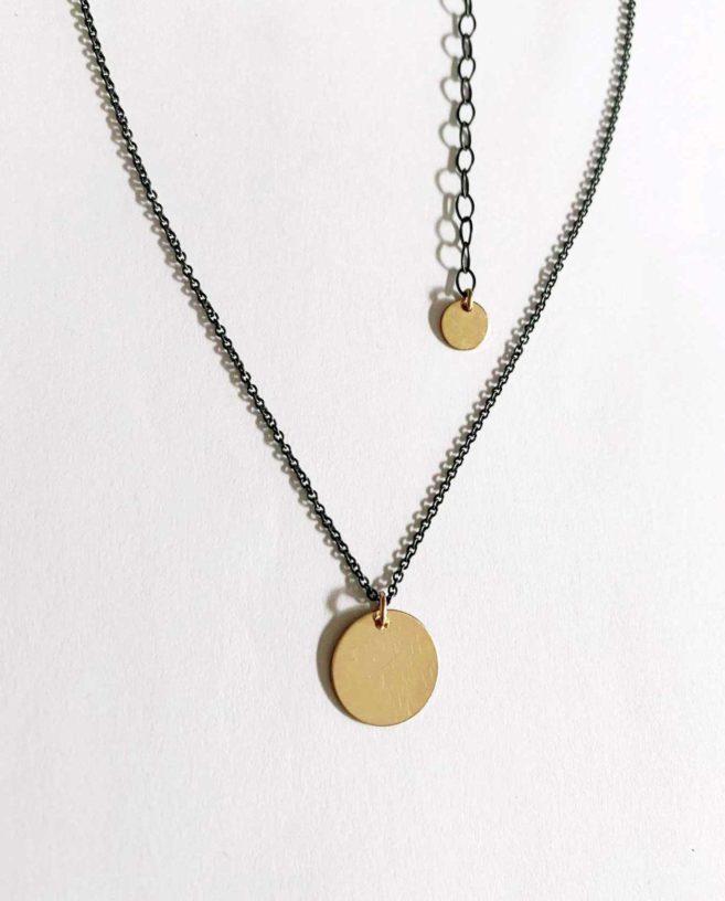 collier minimaliste or et noir