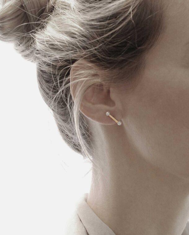delicate minimalist pearls earrings